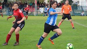 Kemerli kadın futbolculardan 19 gollü galibiyet