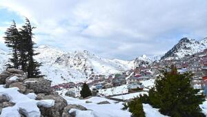 Kızıldağ Yaylasına yılın ilk karı yağdı