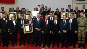 Şehit yakını ve gazilere devlet övünç madalyası