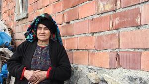 Köylüler, evlerinde oluşan çatlaklar nedeniyle tedirgin
