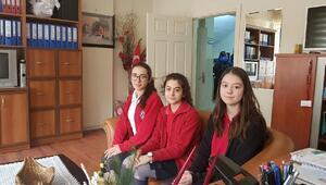 Deneme sınavında Türkiye birincisi olan 3 öğrenci ödüllendirildi