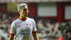 Antalyaspor Nasriyi gönderiyor, Etoo 2 yıllık sözleşme istedi
