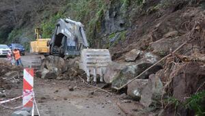 Orduda toprak kayması nedeniyle yol ulaşıma kapandı