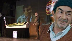 Oyuncu Turan Özdemir için tiyatroya başladığı İzmir sahnesinde tören