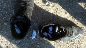 Ayakkabısının içinden uyuşturucu çıktı