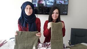 Öğrenciler Mehmetçiğe atkı ve eldiven ördü