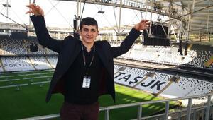Minibüste 4 kişinin dövdüğü işitme engelli Agit Acun, Beşiktaşın stadını gezdi