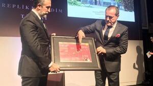 Aziz Sancar,Nobel kimya Ödülü replikasını Artukulu Üniversitesine bağışladı