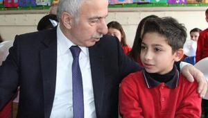 Suriyeli çocuk, asker olup ülkesindeki masumları kurtarmak istiyor