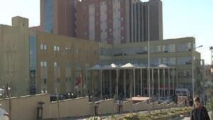 O hastane önünde 115 hamile çocuk protestosu
