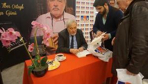 İlber Ortaylı yeni kitabı Gazi Mustafa Kemal Atatürkü ilk kez D&R'da imzaladı
