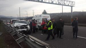Cip dinlenme tesisinden çıkan otomobile çarptı: 5 yaralı