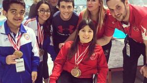 Engelli yüzücü Emel Meriç ve Özge Üstün Türkiye şampiyonu oldu