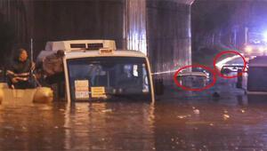 Araçlar suya gömüldü Botlarla kurtarıldılar