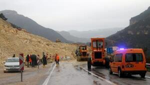 Heyelan nedeniyle Mut-Silifke Karayolu kapandı