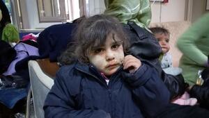 Sınırı geçerken çamura batan Suriyelilere ayakkabı ve mont