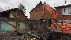 Erbaada kaçak yapı belediye tarafından yıkıldı