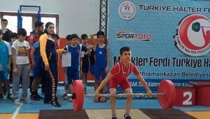 Osmaniyeli minik haltercilerden Türkiye derecesi
