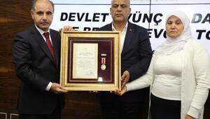 Şırnaklı iki şehidin ailesine devlet ödünç madalyası verildi