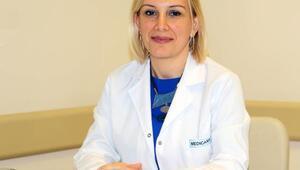 Nöroloji Uzmanı Dr. Er: Alzheimer, kadınlarda erkeklerden 2 kat fazla görülüyor