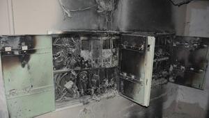 Elektrik sayaçları tutuştu, bina sakinleri mahsur kaldı