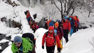 Buz tutan şelalelere tırmandılar