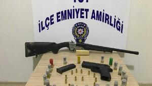 Kamyonette ruhsatsız tabanca ve tüfek ele geçirildi