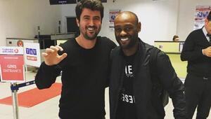 Ve Beşiktaş formasını giyiyor İmzayı atıyor...