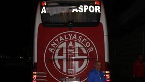 Antalyaspor otobüsüne çirkin saldırı