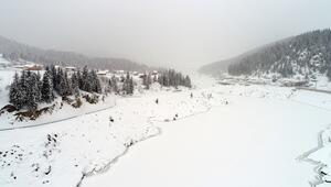 İki ilin sınırındaki gölet dondu