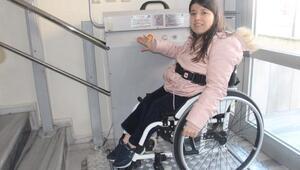 Evine asansör yaptırılan engelli yüzücü Özgenin hedefi Avrupa Şampiyonası