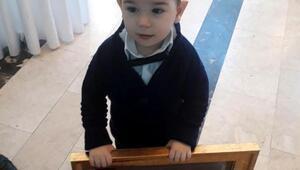 Şehit babasının madalyasını 3 yaşındaki Berat aldı