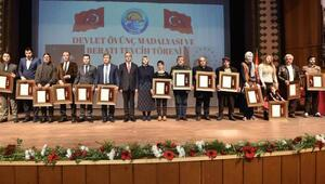 Şehit aileleri ve gazilere Devlet Övünç Madalyası