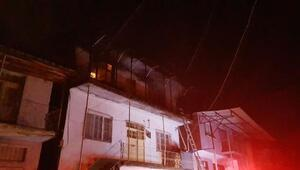 Adanada üç katlı müstakil bir evde yangın çıktı