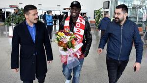 Demir Grup Sivassporun yeni transferi Henri Saivet Sivasa geldi