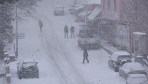 Posofta kar, 25 köy yolunu ulaşıma kapattı
