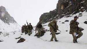 Kato Dağında 1 metre karda PKKlı arıyorlar