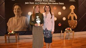Kaş sevdalısı Ercümene yılın kadını ödülü