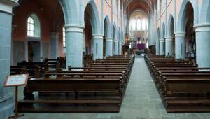 Kiliseye mühür,papaza sınırdışı