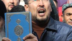 Doğu Türkistanlılar, Çinde öldürülen İslam Alimi için gıyabi cenaze namazı kıldı