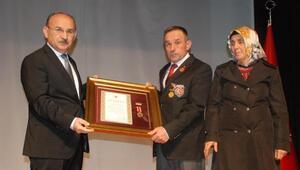 Mühimmat deposundaki patlamada şehit olan 2 askerin ailesine madalya