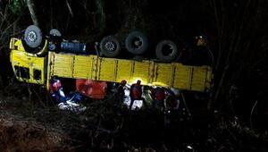 Orman işçilerini taşıyan kamyon devrildi: 2 ölü, 11 yaralı (1)