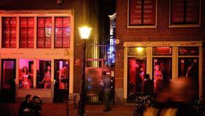 Amsterdamı genelev sokağına turist sınırlaması