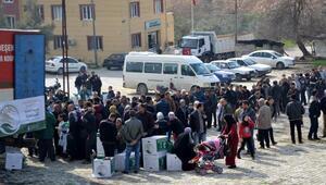 Suriyelilere 4 TIR dolusu yardım