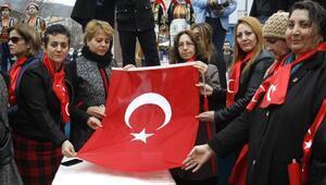 Çankırılı kadınlar Mehmetçiğe Türk bayrağı gönderdi