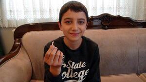 12 yaşındaki çocuğun, süt dişi yerine kalıcı dişini çektiler