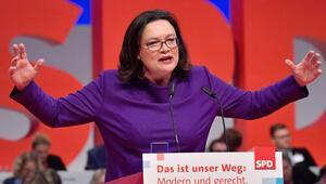 Merkel gibi papaz kızı değil ama inançlı biri