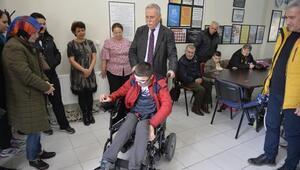 Çanakkalede engelli vatandaşlara tekerlekli sandalye dağıtıldı