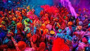 Renklerin içinde: HOLİ FESTİVALİ