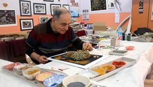 Baharat, bakliyat ve kuru yapraklardan yaptığı eserleri sergiliyor